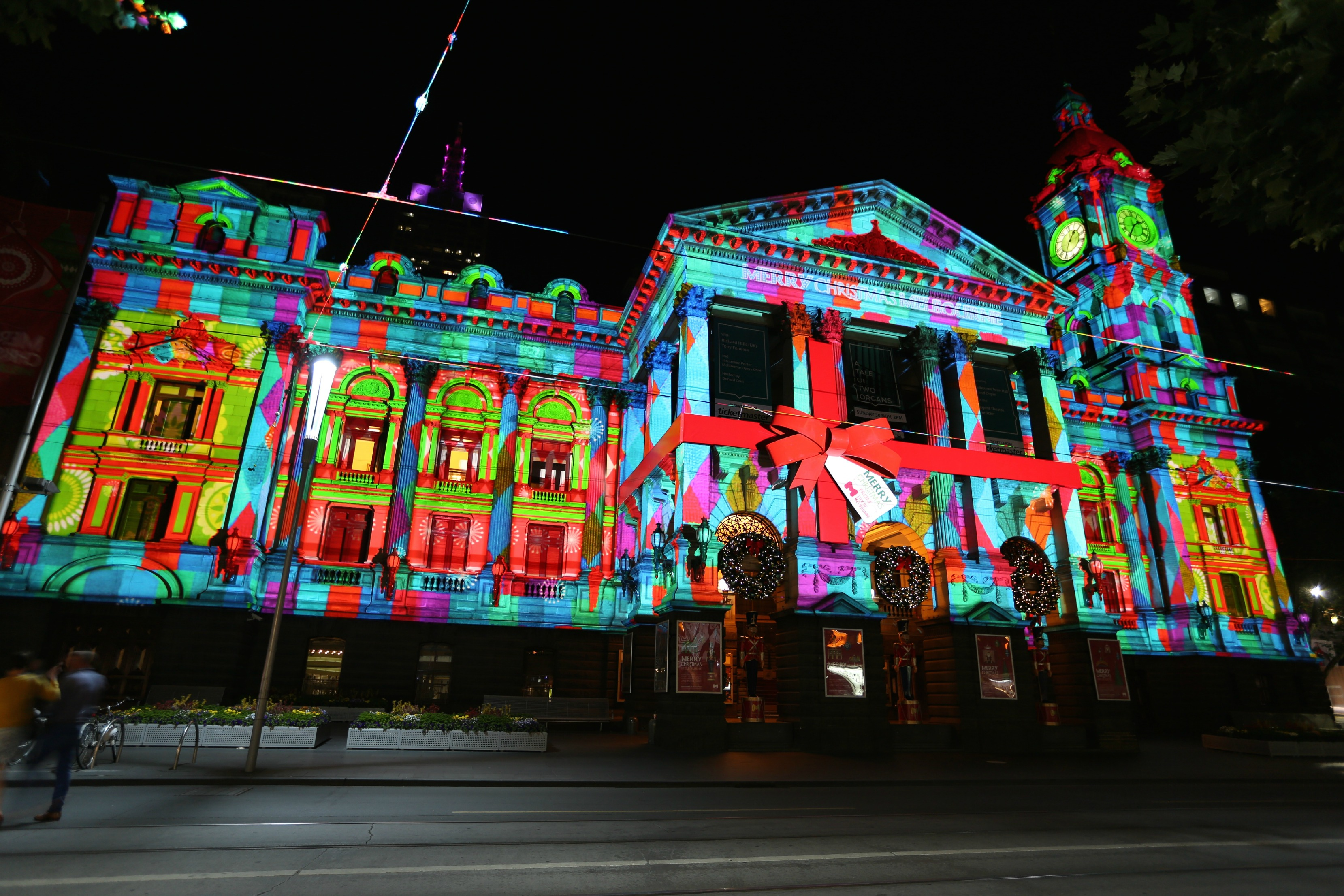 town-hall-projections_02